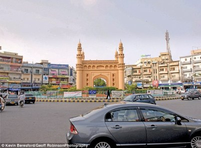 2B6E9E4700000578-3201033-This_roundabout_in_Karachi_Pakistan_features_a_replica_mosque_in-a-19_1439829110012